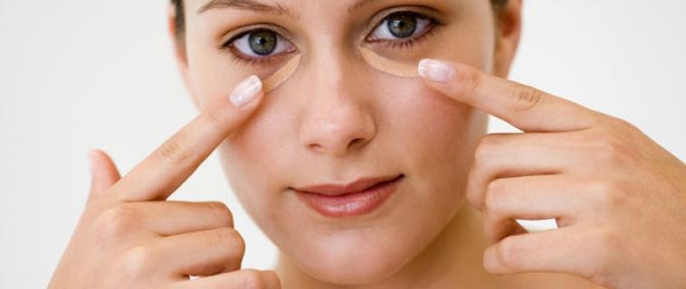 4 Dicas rápidas básicas para suavizar as olheiras