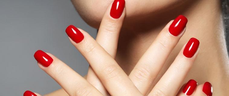 8 truques para  pintar as unhas em casa nos momentos de emergência.